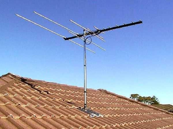 На дачных участках лучше ставить неактивные антенны с отдельным усилителем