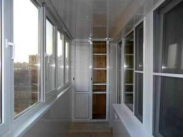 Так выглядит балкон, обшитый бесшовными ПВХ панелями