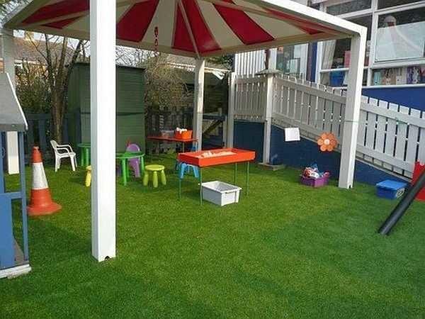 На детской или игровой площадке лучше посеять спортивный газон