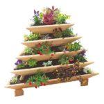 Клумба-пирамида из небольших ящиков, разных размеров, поставленных один ни другой