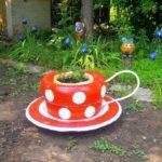 Необычно: чашка из покрышек, в которой растут цветы