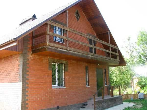 Балкон на фронтоне мансардной крыши