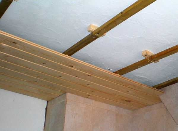На потолке собирается похожая конструкция