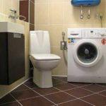 Удачная компоновка необходимых предметов. Дизайн ванной комнаты и туалета в бежево-коричневых тонах всегда популярен
