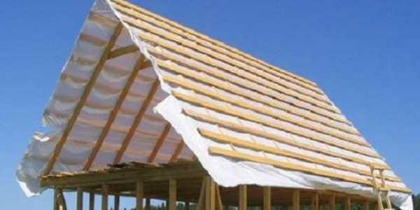 Собранная двусхкатная крыша своими руками готова под монтаж кровельного покрытия