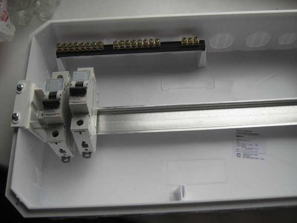 Один из вариантов DIN-реек в корпусе щитка