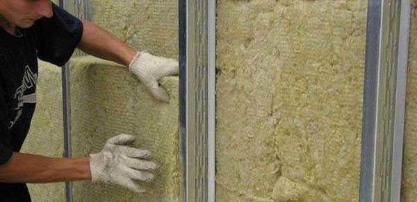 Плиты базальтовой минеральной ваты легко укладываются