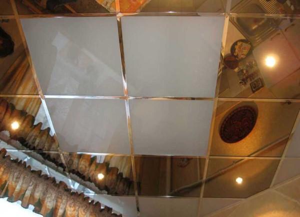 Есть листовые потолочные панели ПВХ