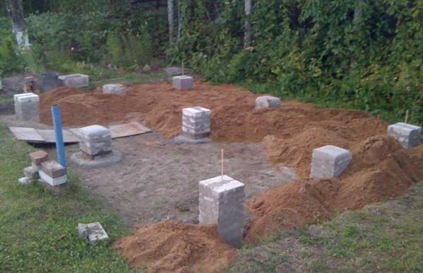 Фундамент под сарай из кирпичных столбиков