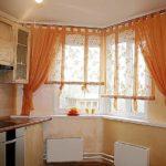 Хотите чтоюы кухня была яркой и легкой? Добавьте несколько цветовых акцентов на шторы