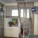 Римская и на люверсах из одной ткани - это комплект для окна с выходом на балкон