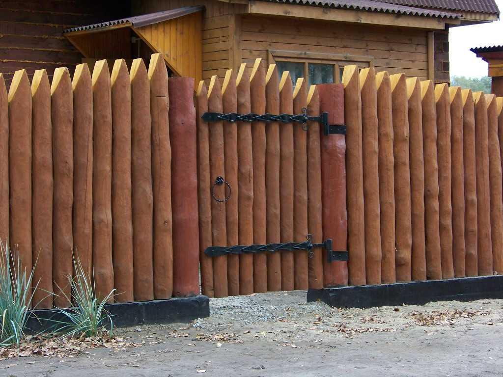 Забор из доски с узором