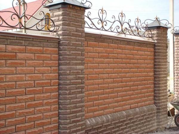 Кирпичный забор - надежный и долговечный
