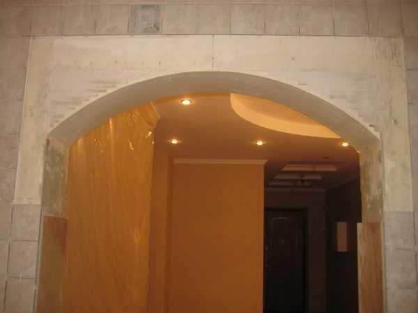 Зашпаклеваная арка выглядит так