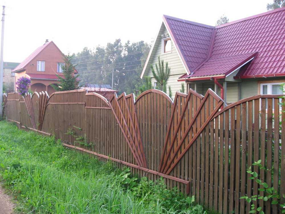 Декоративный забор из штакетника своими руками 74