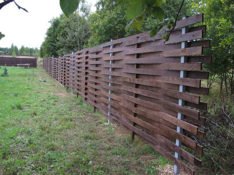 Забор плетенка из доски своими руками 10