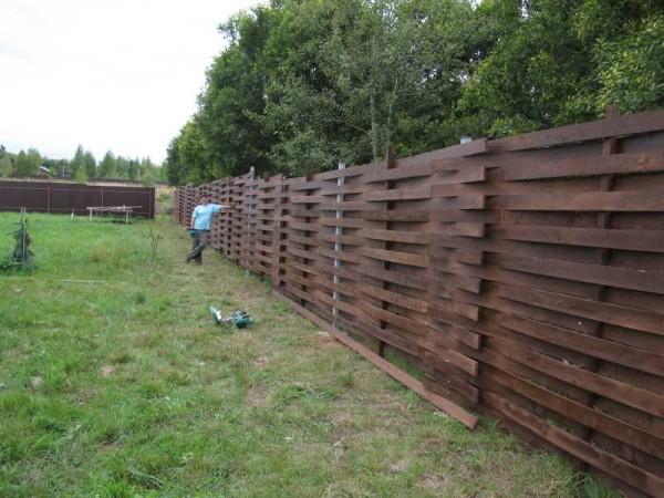 Получился такой дощатый забор))