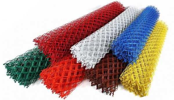 Сетка-рабица с покрытием ПВХ - неплохой вариант для ограды детских площадок