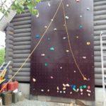 Тренировочная площадка для маленьких скалолазов на стене