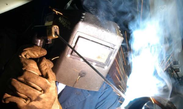 Сварочные работы с современным оборудованием можно делать самостоятельно - своими руками варить металл