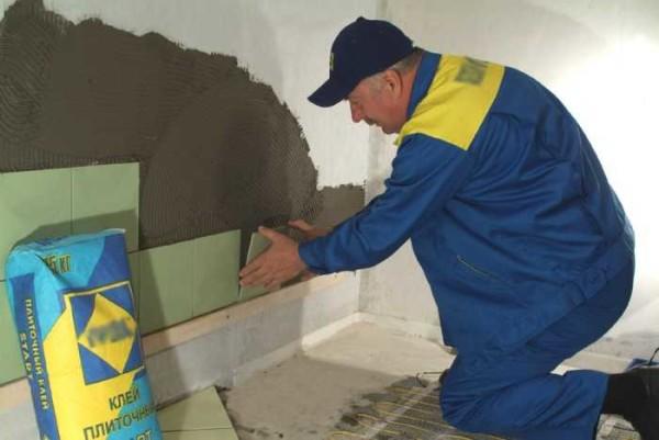 Установка плитки на стену