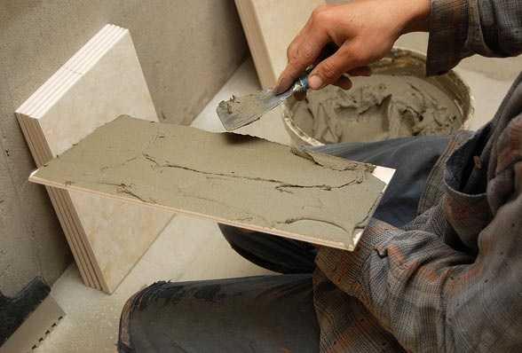 Как накладывать раствор на плитку