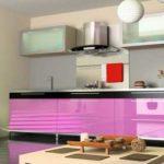 Еще один вариант кухонного гарнитура из ДСП с пластиковой отделкой