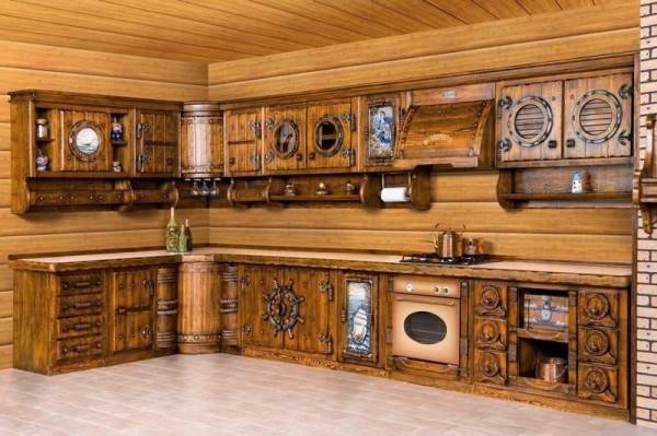 Один из тематических вариантов деревянной кухонной мебели: кухня в морском стиле