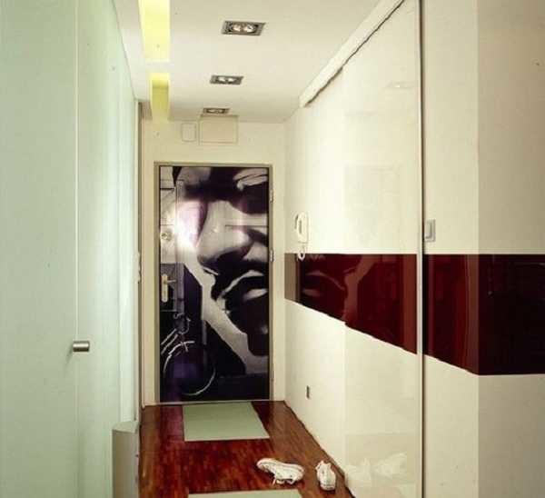 """Длинный шкаф-купе во всю стену - отличный вариант. НО чтобы он """"вписывался"""" и не давил массивностью, дверки должны быть светлыми, а лучше- с зеркальными вставками"""