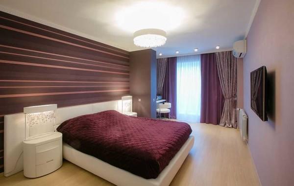 Двойные или даже тройные шторы позволяют в спальне создавать ту освещенность, которая на данный момент нужна