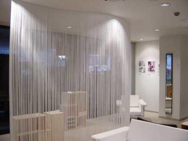 Водопад нитей создает полупрозрачную завесу