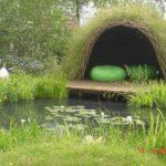 Необычная беседка - по каркасу высажена газонная трава