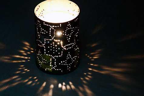 Поставить внутрь свечу