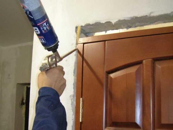Установить межкомнатную дверь