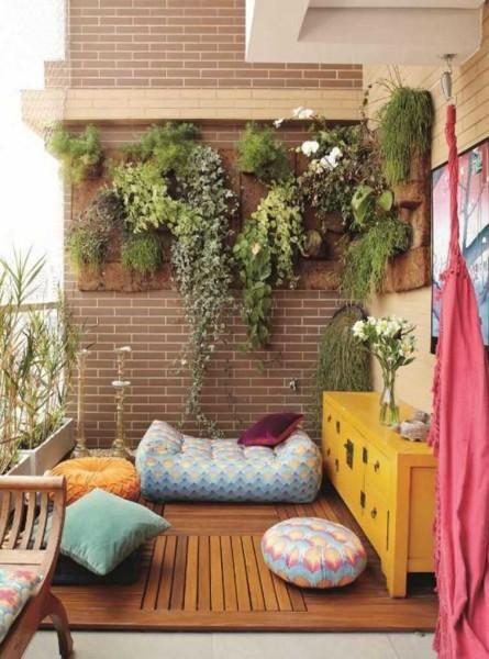 Зеленая стенка на балконе или лоджии для цветов