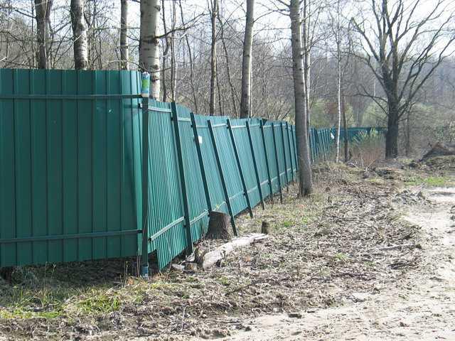 Забор из своими руками со столбиками