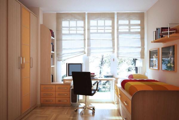 Стол часто ставят вблизи окна