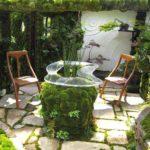 Замшелые камни -одно из последних направлений в дизайне сада
