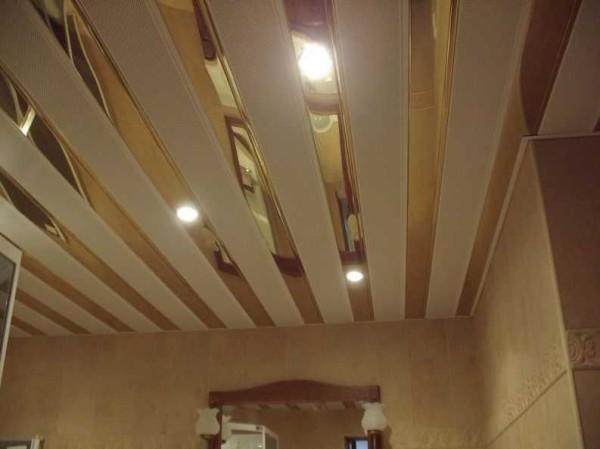 """Реечный потолок - один из вариантов с """"золотом"""""""