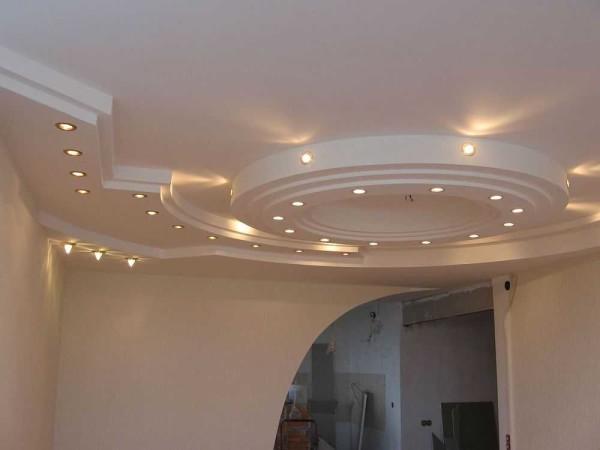 Дизайн потолка в зале: конструкция из гипсокартона
