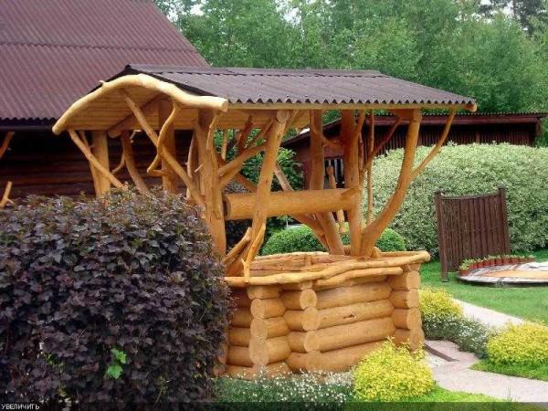 рубленный домик для колодца