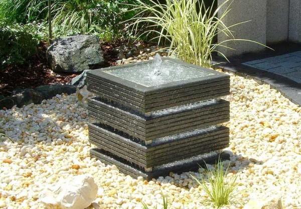 Для оформления сада в современном стиле больше подойдет такой вариант