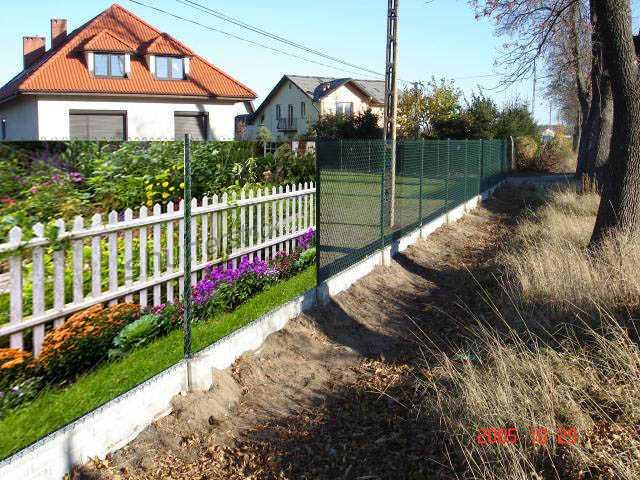 Чем украсить забор из рабицы своими руками фото 972