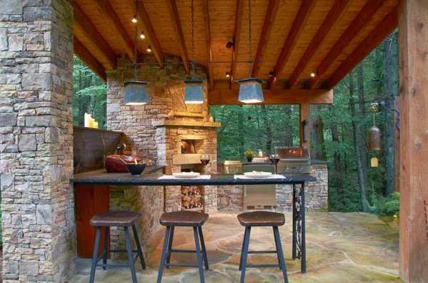 Вынос сбоку от дома - открытая терраса с печью и мангалом