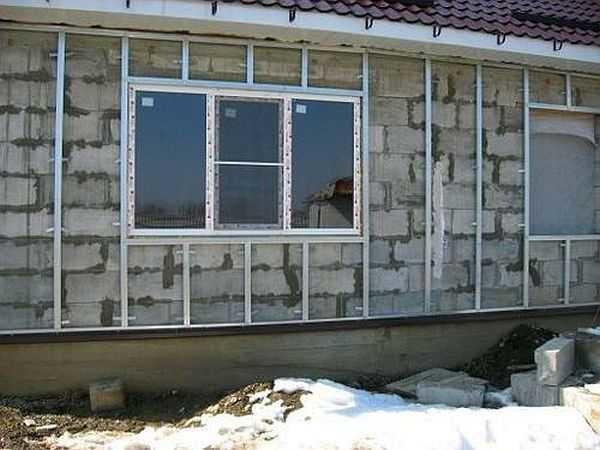 Kako okrasite stene gaziranega betona