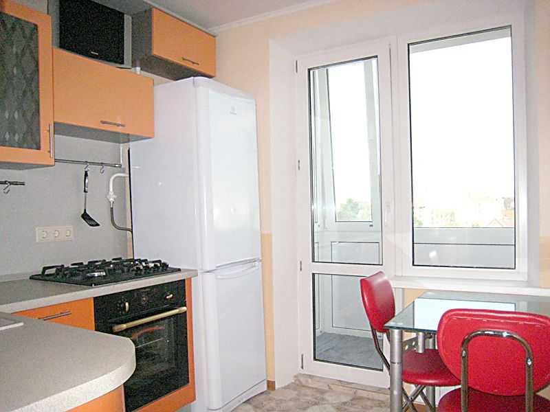 Дизайн кухни с балконом 7 кв м.