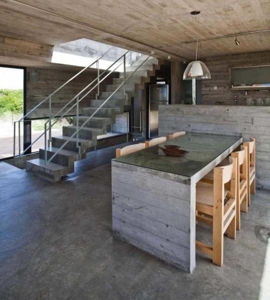 Бетонная лестница в интерьере loft