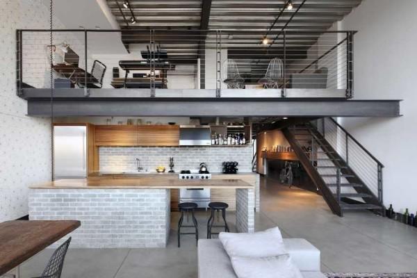 Лестница - простая, практически всегда металлическая