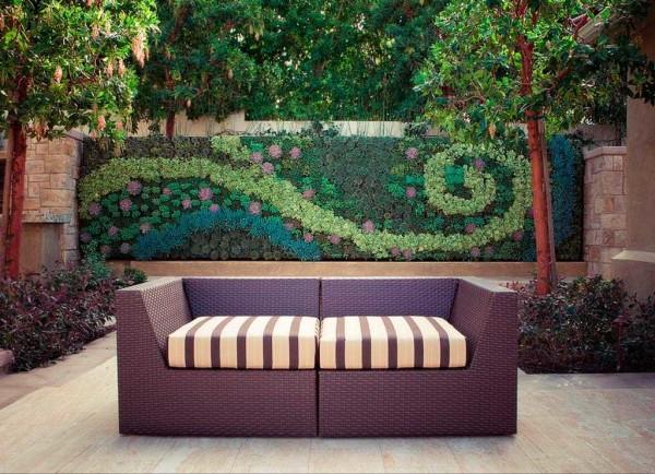 Можно даже орнамент из растений выложить на стене