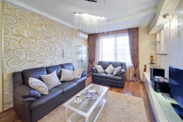 Немного другой цвет - теплый оттенок обоев подойдет для небольшой гостиной
